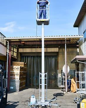 アクアデッキ(水圧式高所作業台)の写真